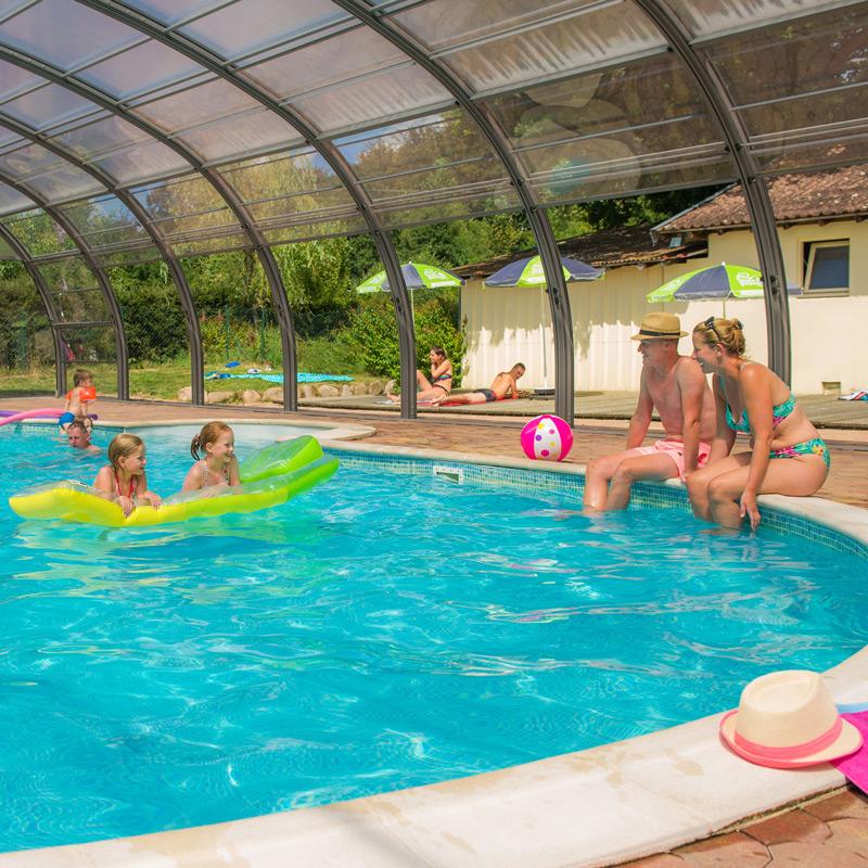 Camping Clos De La Chaume: Camping Sites Et Paysages Au Clos De La Chaume Met Zwembad