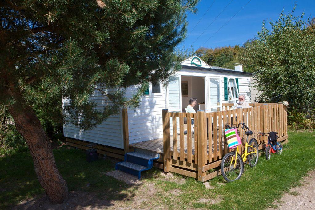 Camping Clos De La Chaume : location de mobil home dans les vosges vue de la terrasse