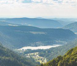 Camping Clos De La Chaume : Vue d'un Lac dans les Vosges