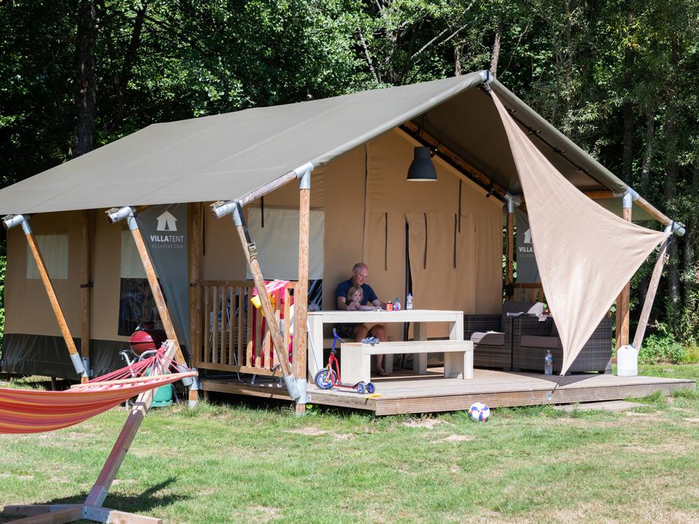 Hébergement insolite dans les Vosges : tente safari au clos de la Chaume à Corcieux